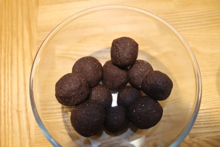 Chocolate-Protein-Balls-750x500
